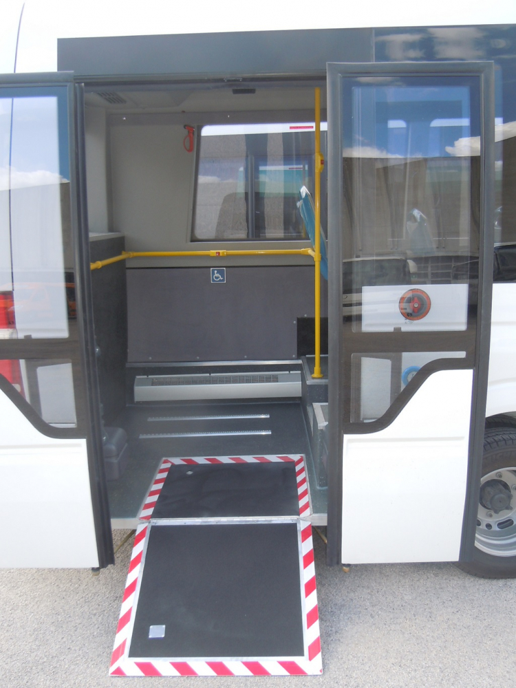 autobus-urbano-mercedes-porta-posteriore