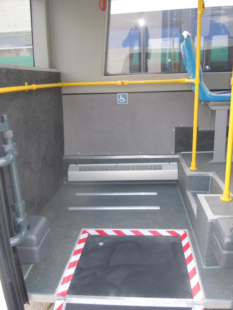 autobus-urbano-mercedes-sprinter-dettaglio