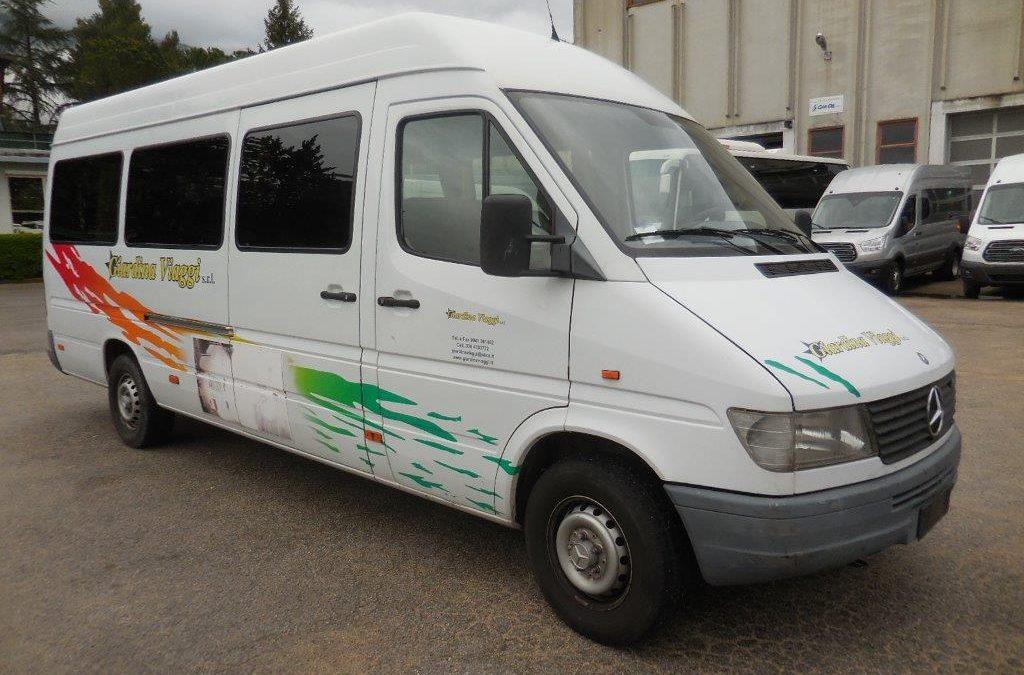 Autobus usato Mercedes Benz sprinter 312